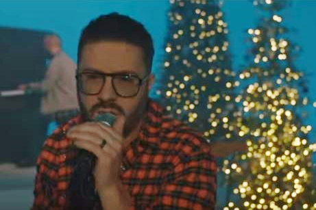 Danny Gokey performs Angels We Have Heard on High