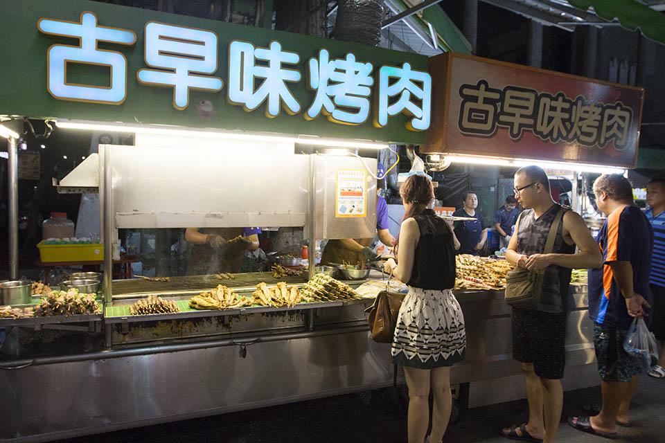嘉義夜市 美食懶人包 三分鐘逛完家樂福夜市! - AmazingTaiwan