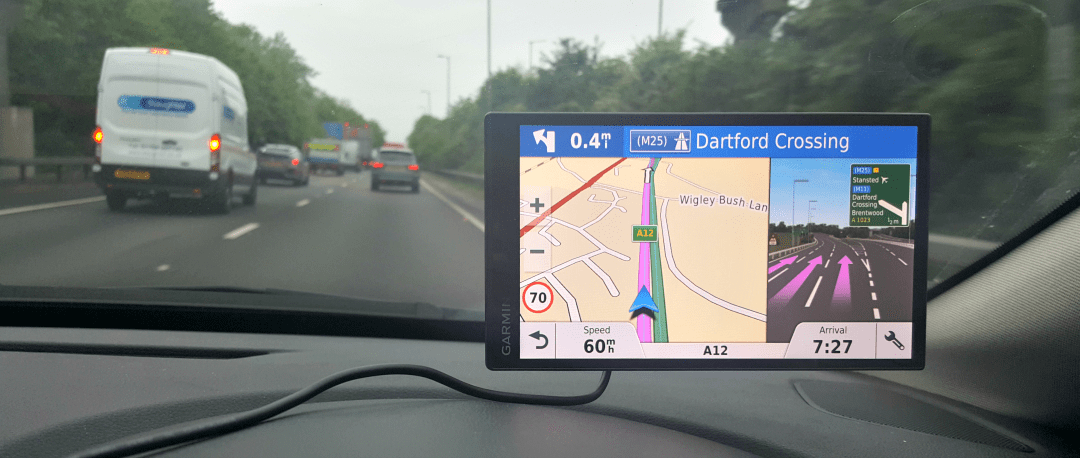 Garmin SmartDrive 61 in action - Is it better than Waze, a free sat nav?