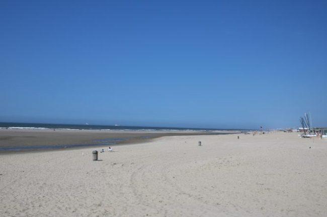 Het was heerlijk rustig op het strand. Het was dan ook een dinsdagmiddag.