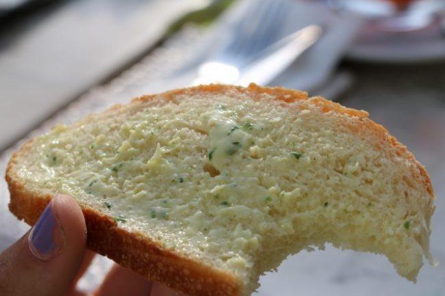 FOOD! We aten bij een Italiaans restaurant. Brood met kruidenboter vooraf.