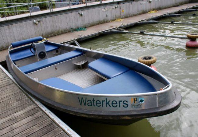 Dit was onze boot. We hadden een boot voor 8 (!) personen, maar we waren maar met vier. We zouden eigenlijk een boot voor zes personen nemen, maar die was niet beschikbaar. Dan maar een acht!