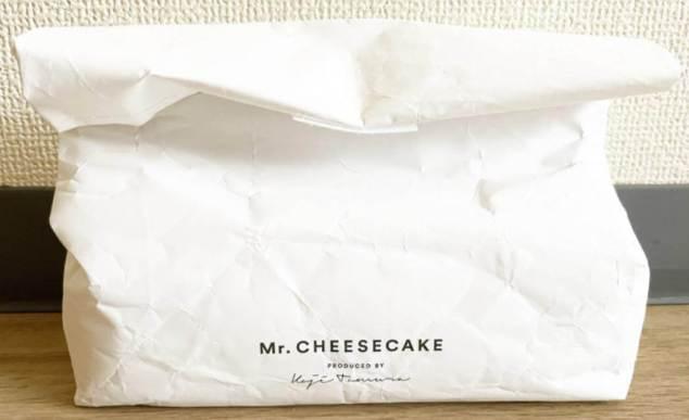 ミスターチーズケーキの紙袋の中に保冷バッグ