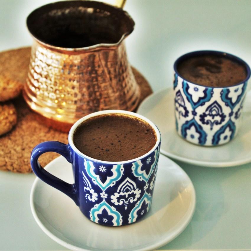 Tyrkisk kaffe opskrift, tyrkisk kaffe, hvordan laver man tyrkisk kaffe, opskrift på tyrkisk kaffe