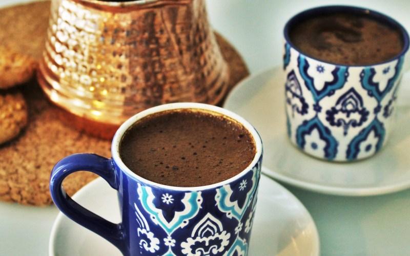Tyrkisk kaffe opskrift, tyrkisk kaffe, hvordan laver man tyrkisk kaffe, opskrift på tyrkisk kaffe, tyrkiske drikke, tyrkiske varme drikke, tyrkiske opskrifter, hvordan laver man tyrkisk kaffe