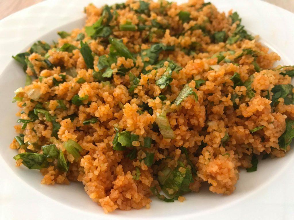 kisir opskrift, tyrkisk bulgur salat, opskrift på kisir, nemme tyrkiske retter, tyrkisk mad, tyrkiske opskrifter, alanya blog, alanya blogger, tyrkisk salat