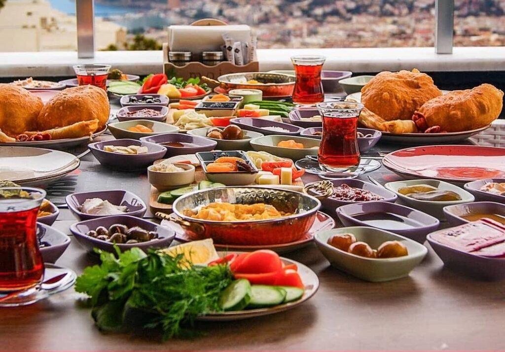 tyrkisk morgenmad i alanya, serpme kahvalti alanya, spisesteder alanya, restauranter alanya, mojo alanya, mojo restaurant alanya, alanya oplevelser, alanya blog, alanya blogger, tyrkiet blog, tyrkiet blogger, dansk i tyrkiet