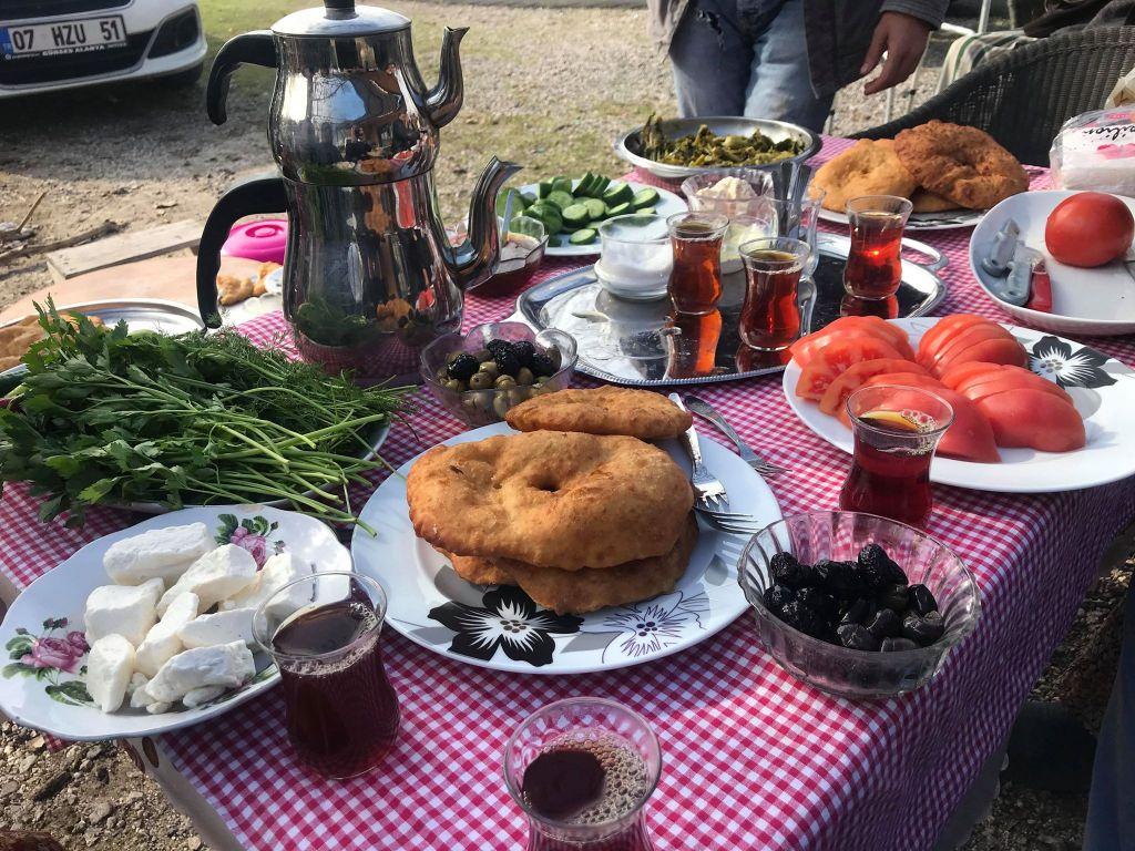 den tyrkiske gæstfrihed, gæstfrihed i tyrkiet, tyrkisk kultur, tyrkisk landsby, det sande tyrkiet, yanköy landsby, alanya blogger, dansk i tyrkiet, tyrkiet blogger, oplevelser i Tyrkiet, oplevelser i Antalya, pisi