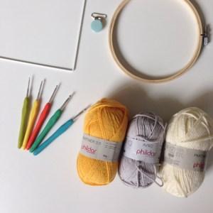 Laine, support et crochet