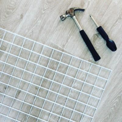 Customiser un espace rangement avec une grille de jardinage