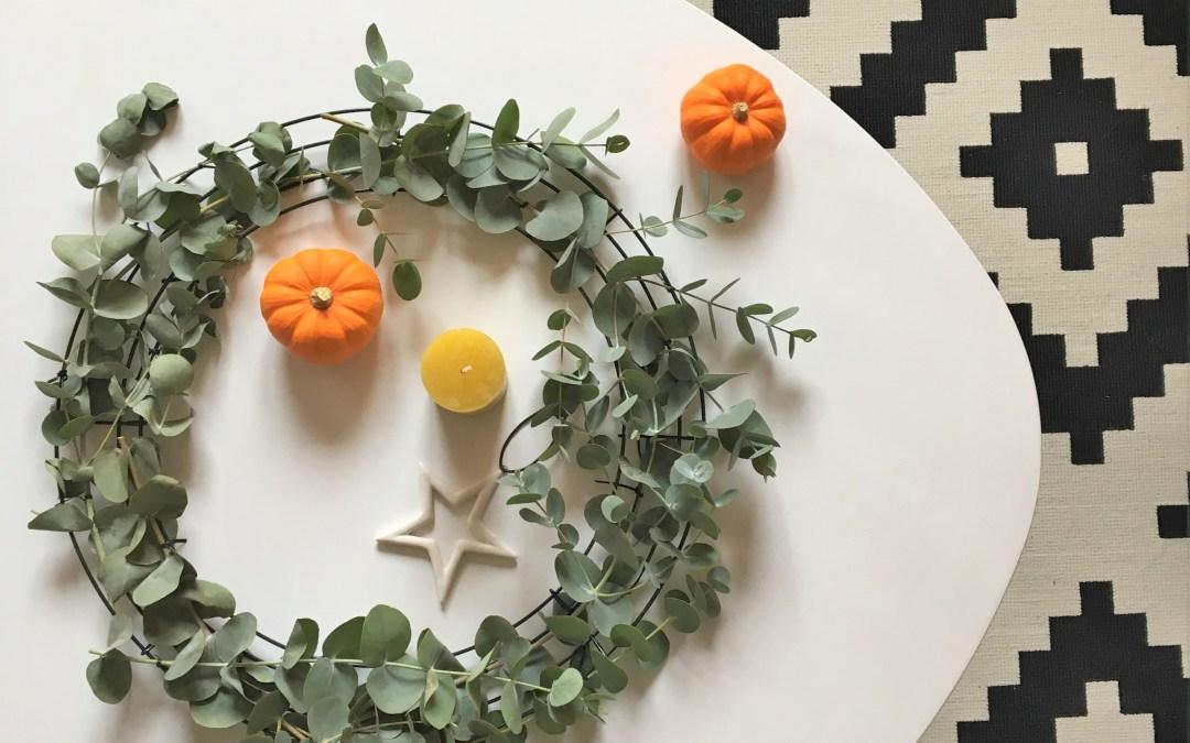 Tuto : Décorer une table avec une couronne d'eucalyptus