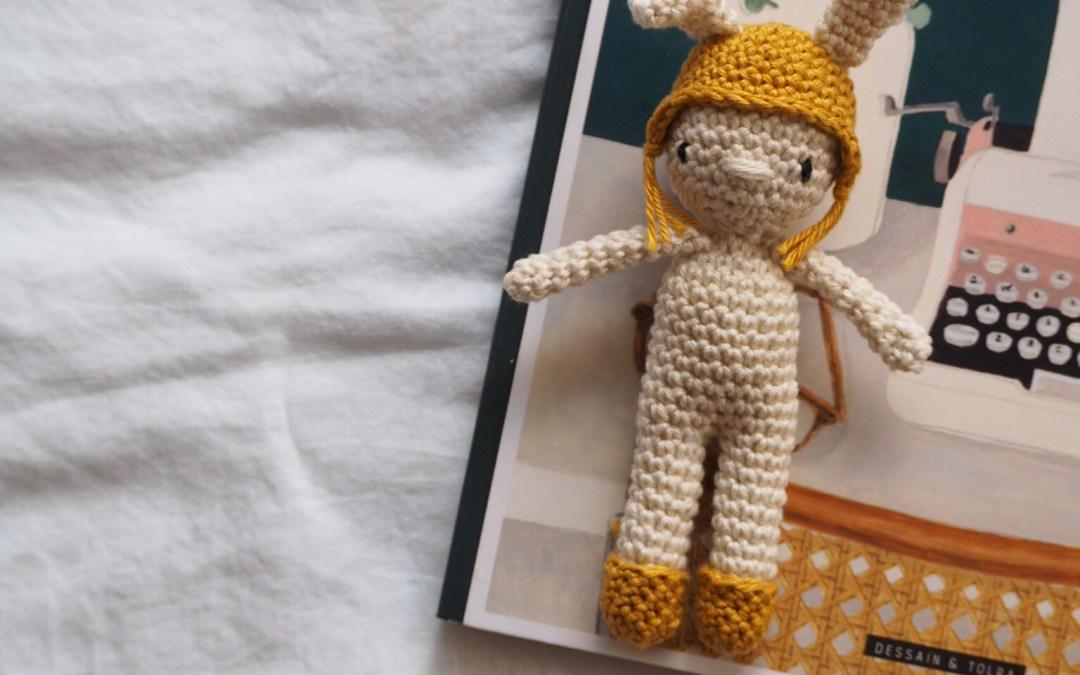 Tuto Amigurumi – Un mini lapinou au crochet (à mettre entre toutes les mains, notamment celles des tout-petits)