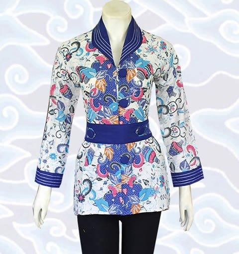 Baju Batik Wanita Perpaduan Warna Biru Tua dan Putih Corak Daun