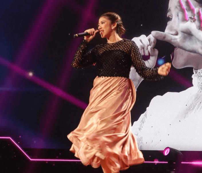 Tiara Anugerah saat Bernyanyi Lagu Kemenangan Gemintang Hatiku