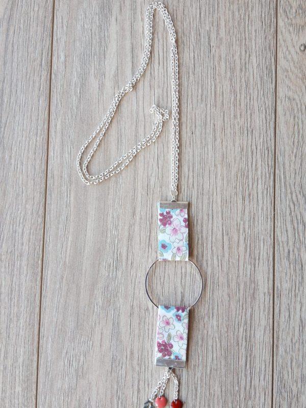 collier biais fleuri