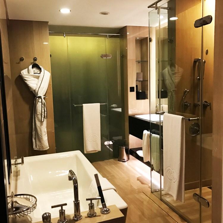 hôtel de luxe 5 étoiles Sofitel Corniche à Abu Dhabi piscine avis blog photo