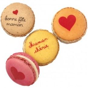 Idées cadeaux et wishlist pour la fêtes des mères 2019 happy mother day blog coffret macarons personnalisés Pierre Hermé