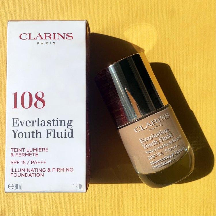 Everlasting Youth Fluide mon avis sur le fond de teint lumière de Clarins test swatch blog teinte 108