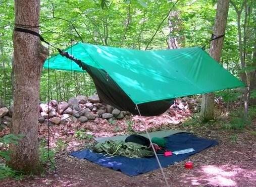 cette chronique fait le survol de deux tentes hamacs de marque hennessy hammock vendues entre autres chez mountain equipment coop a montreal