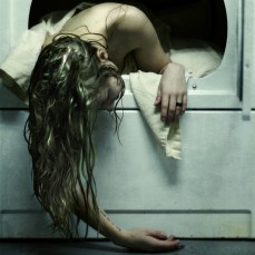 """""""Gardez la porte fermée, je pourrais attraper froid."""" (Crédits : avec l'aimable autorisation de Brooke Shaden)"""