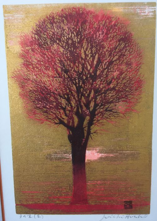 A woodblock print of a red tree done by Joichi Hoshi
