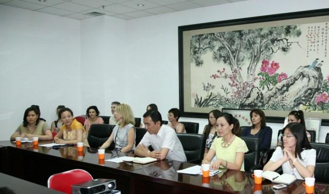 Cursanti Confucius in vizita la Radio China International, 2013 B