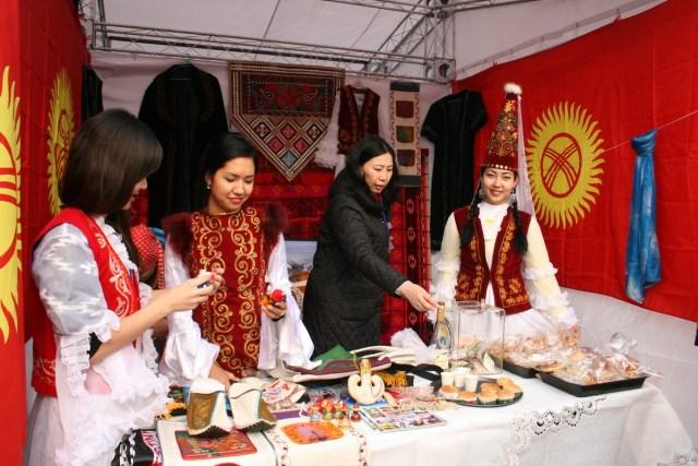 Republica Moldova - Targ de caritate, MAE Chinez 02.11.2013 E