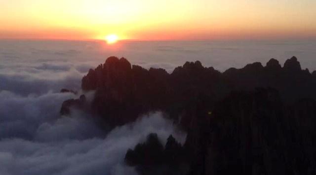 Rasaritul pe Muntele Galben