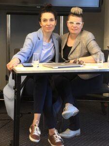 Olga Kozierowska i Danuta Sowińska na szkoleniu z Sukcesu Pisanego Szminką
