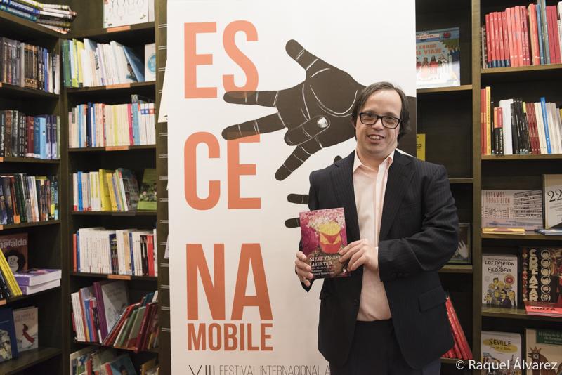 Presentado el poemario de José Manuel Muñoz en la librería Rayuela