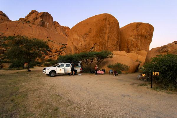 Onze fantastische plek 9A namibie spitzkoppe daktent