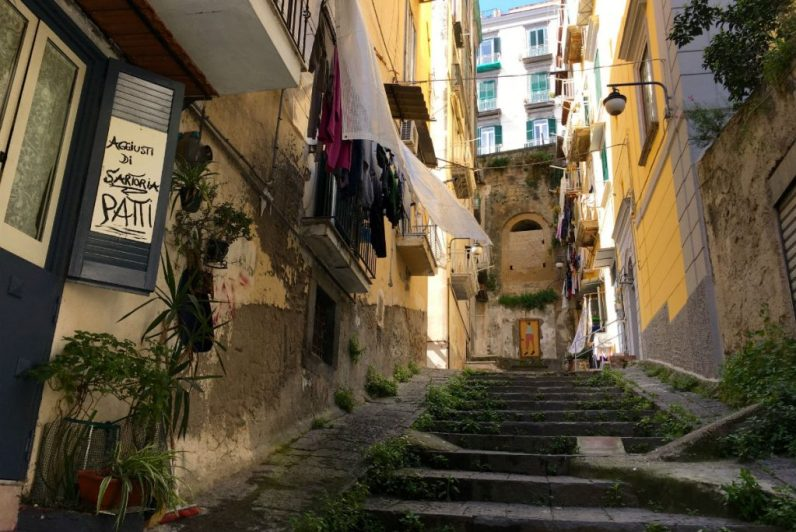 De heuvelachtige straten van het Quartieri Spagnoli in Napels