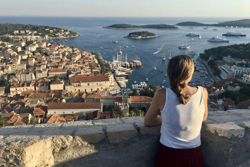 Fantastisch uitzicht op Hvar vanaf het fort in Dalmatie Kroatie