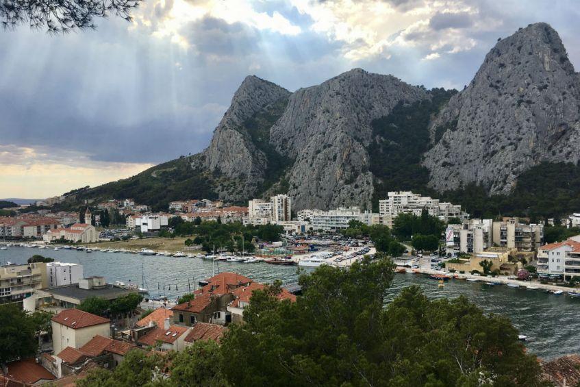 Omis is een gezellig stadje aan de Makarska Rivera in Kroatie
