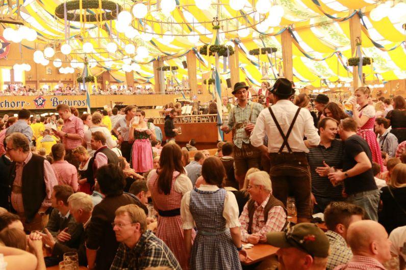 De feesttent op het Oktoberfest in Munchen