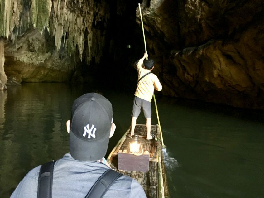 Met een bootje door de Tham Lod Cave rondom Pai