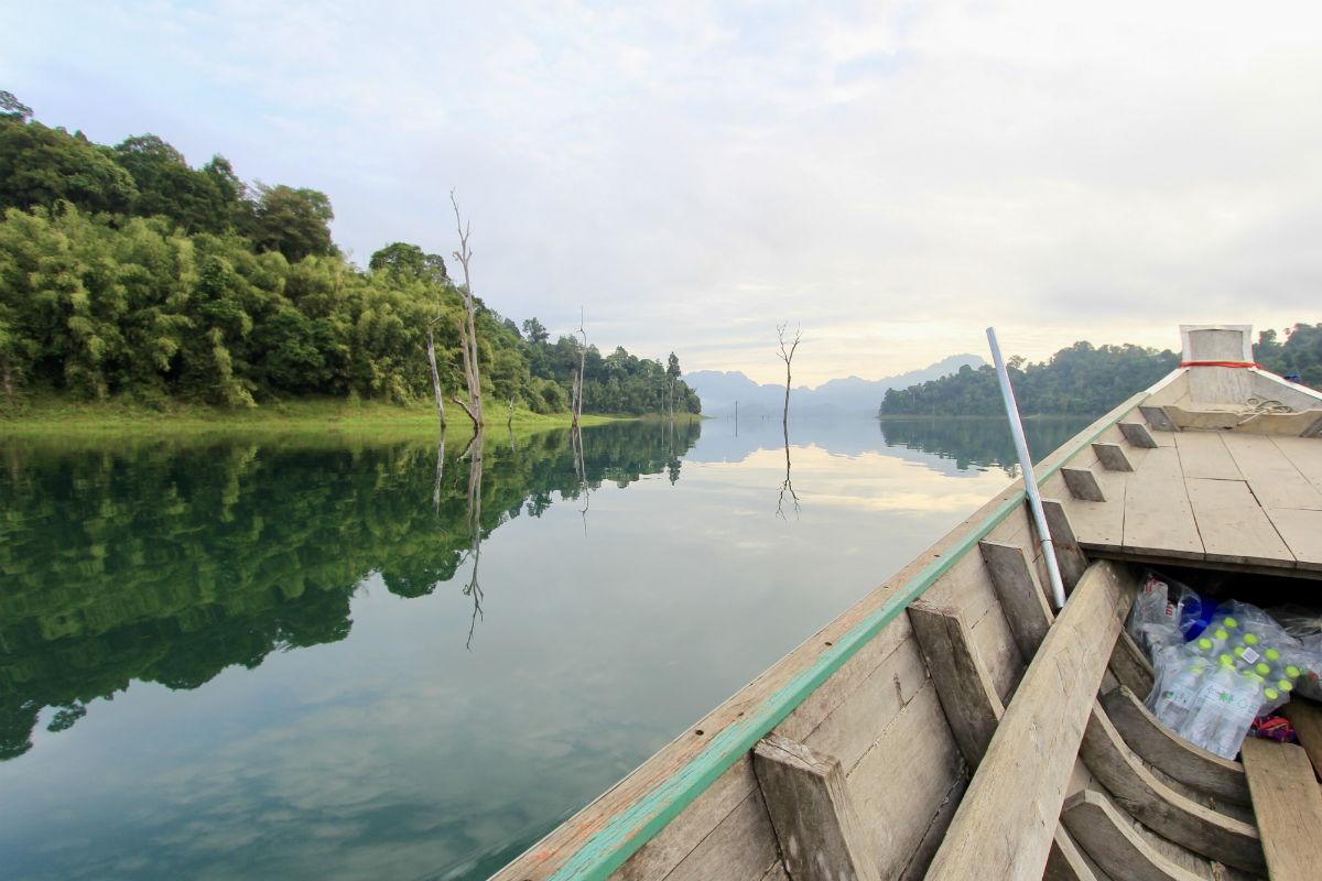 De prachtige natuur in Khao Sok National Park hoort zeker thuis in je Thailand route