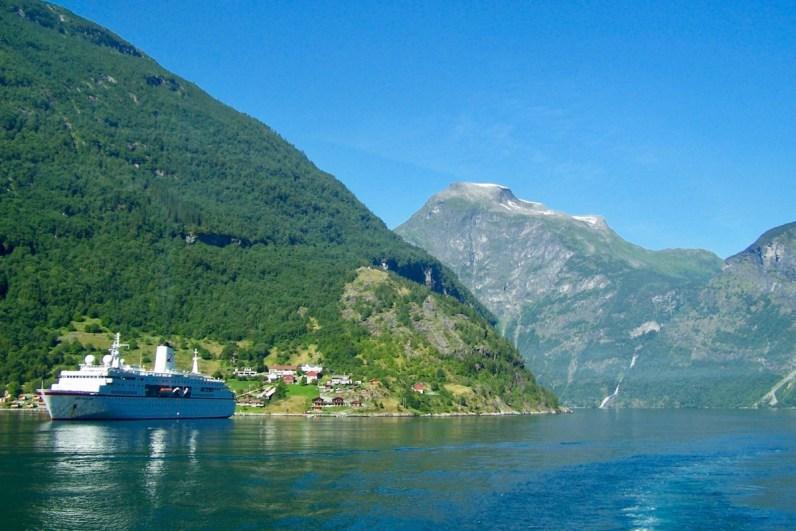 Bezoek ook zeker het Geirangerfjord in Noorwegen tijdens je roadtrip