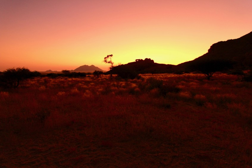 Het koelt 's avonds af in Spitskoppe Namibie dus denk goed aan wat je inpakt