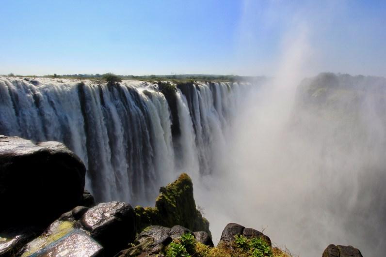 Breng zeker een bezoek aan de Victoria Falls tijdens je route Namibie & Botswana