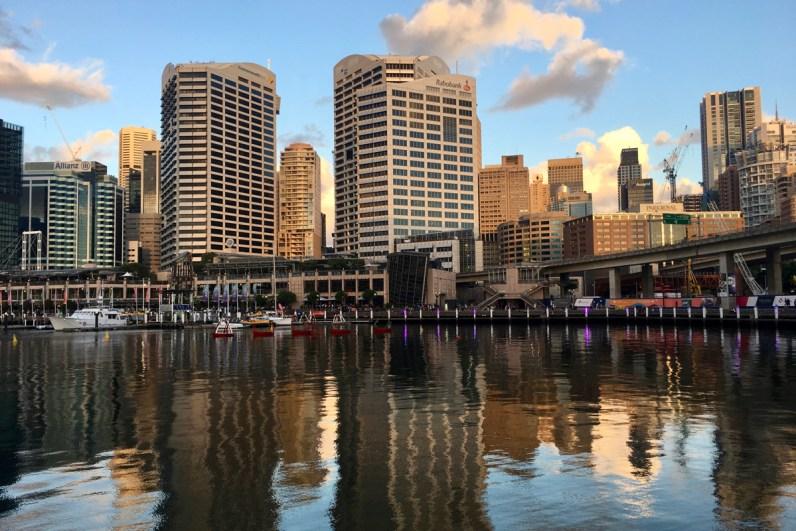 Leven in Sydney neem de ferry naar Darling Harbour