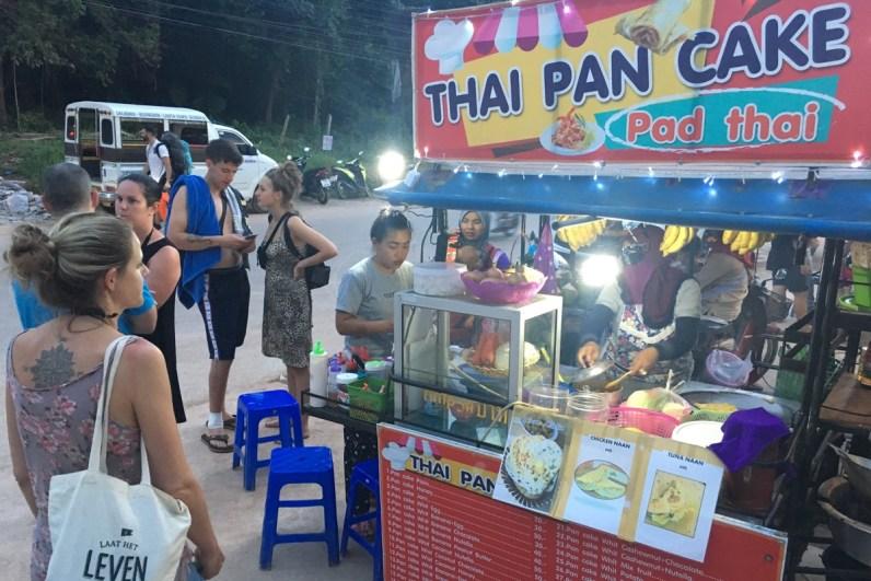 Een bananenpannenkoek moet je zeker eten in Thailand