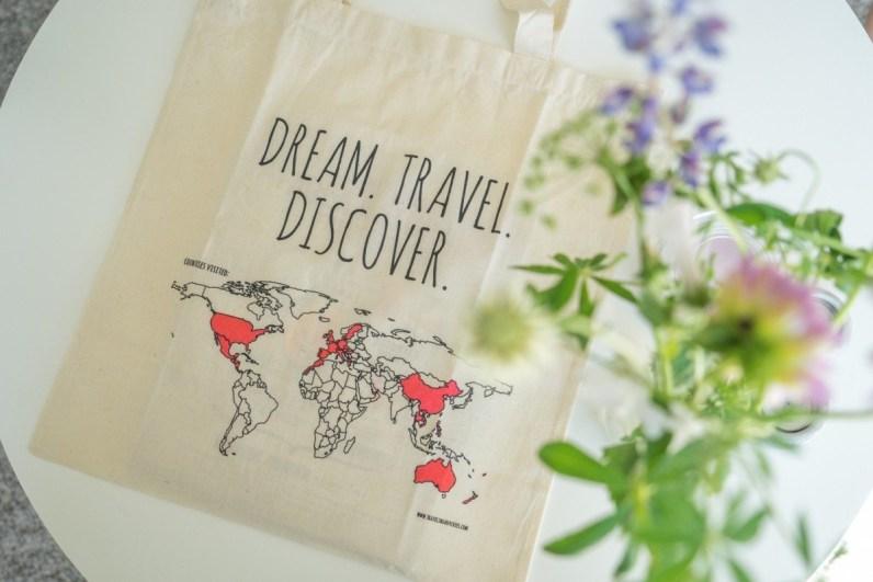 De canvas colour your world tas is een van de ultieme cadeaus voor reizigers