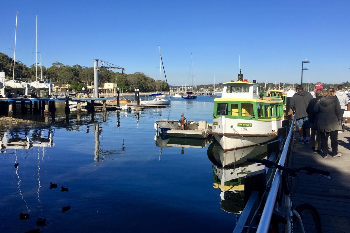 Hoe schattig is deze ferry die van Cronulla naar Bundeena vaart