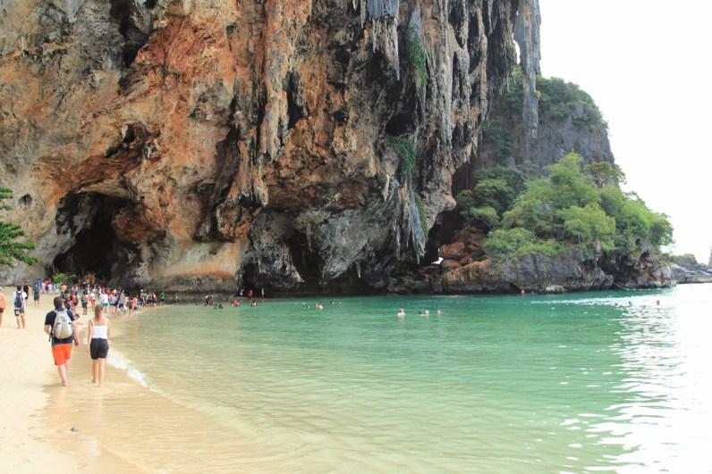 Tijdens je Thailand route moet je zeker een stop maken op Railey Beach