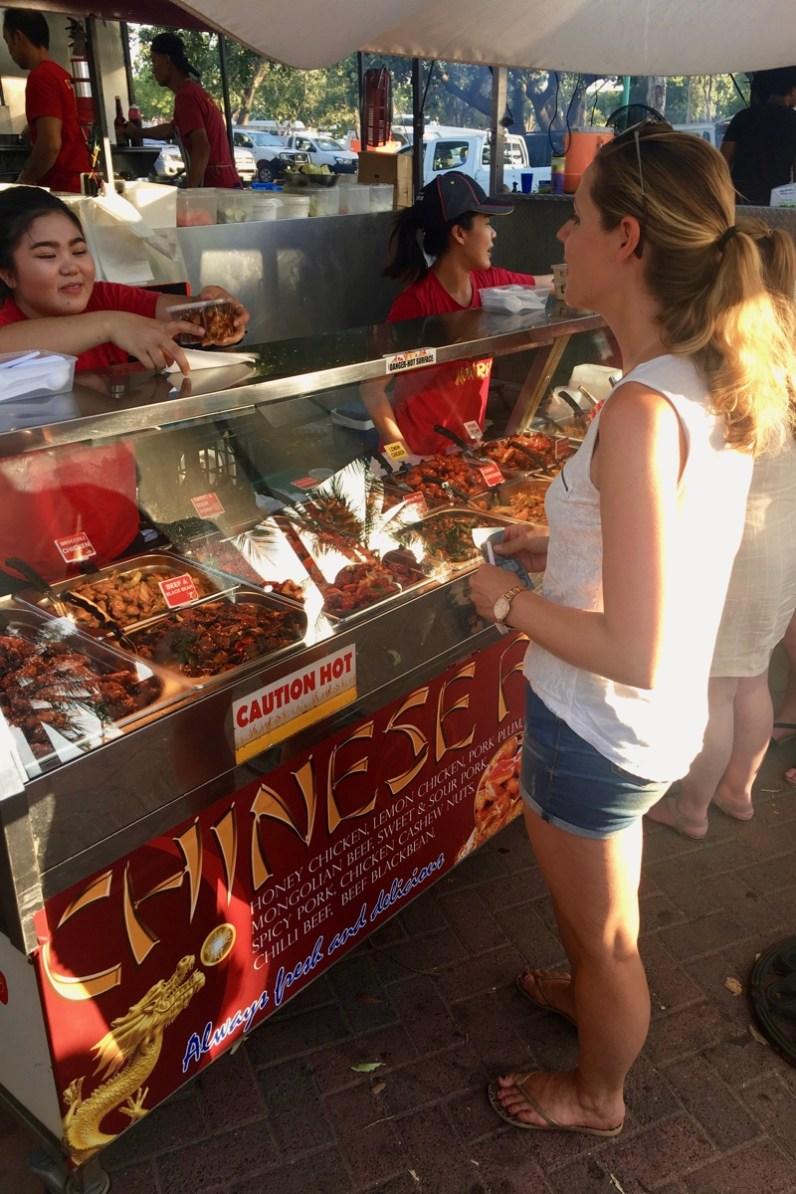 Iets wat je zeker wilt doen als je in Darwin bent is een bezoek brengen aan Mindil Beach Sunset Markets