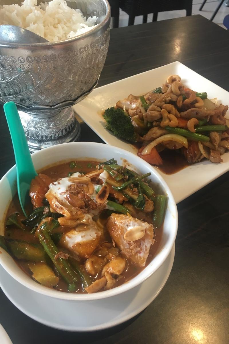 Iets wat je zeker wilt doen in Darwin is Thai eten in Mitchell Street