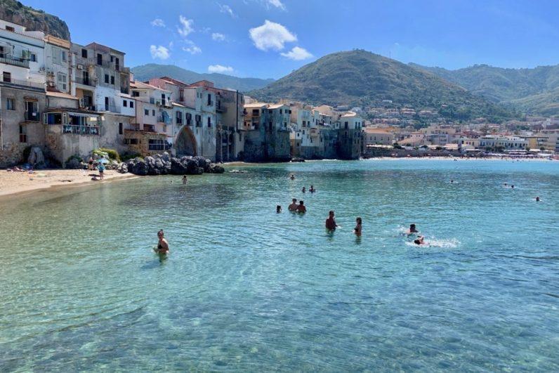 Cefalu is absoluut een hoogtepunt op sicilie en moet je zeker opnemen in jouw route over het eiland