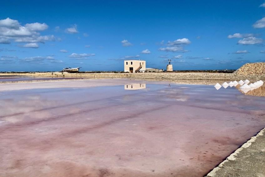 De zoutmeren bij Trapani moet je zeker opnemen in jouw roadtrip route over sicilie