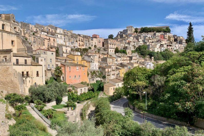Rugusa is een van de mooiste dorpjes op Sicilië